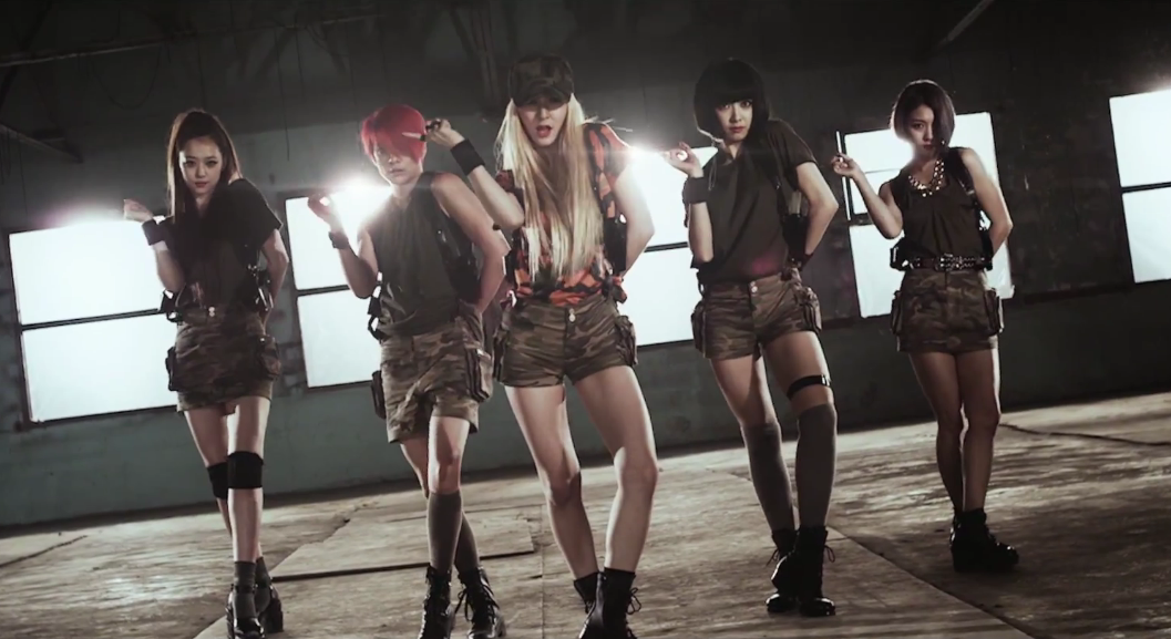 """f(x)'s """"Red Light"""" Music Video & Song Review - KultScene F(x) Amber Red Light Live"""